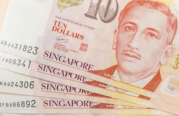 シンガポールのお金と背景テクスチャやパターンのヒープのクローズアップ