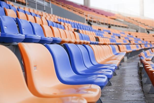 スタジアムのコピースペースの背景にスポーツ用のシート、フォーカスを選択