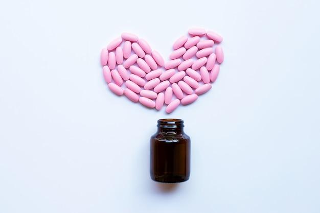 白地にピンクの薬