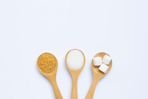 Различные виды сахара на белом