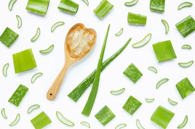 アロエベラは健康と美容に人気の薬用植物です。