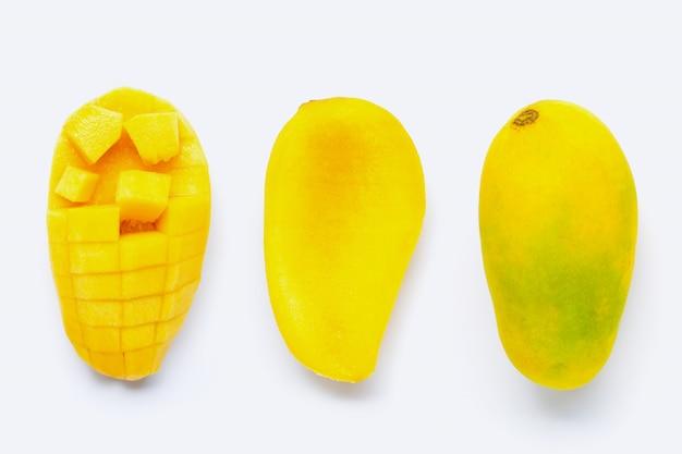 白い背景の上のトロピカルフルーツマンゴー