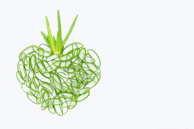 アロエベラのハート形の新鮮なスライス