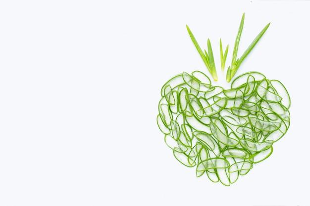 アロエベラは、健康と美容のための人気のある薬用植物です