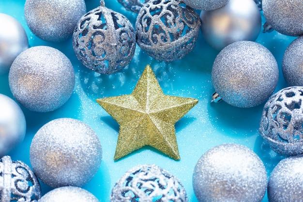 青のつまらないもの装飾とクリスマスの星