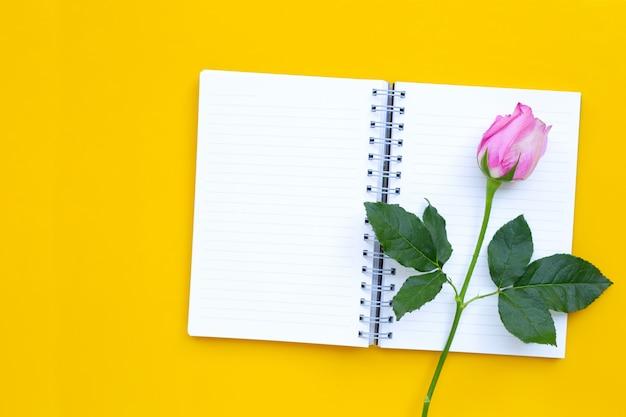 ローズと日記のノート。