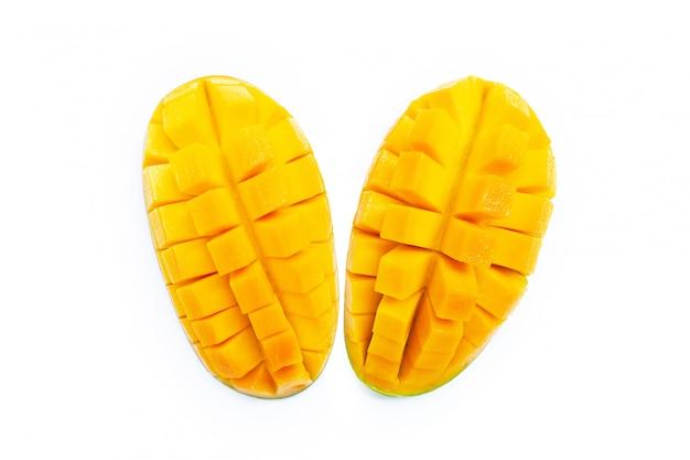 Желтое манго изолированное на белизне
