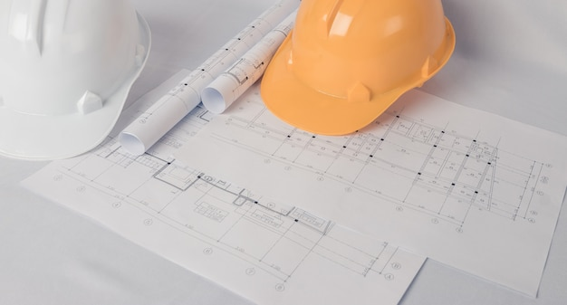 Архитектор, инженер-концепт, представляет рабочий стиль архитекторов, инженеров со строительными чертежами