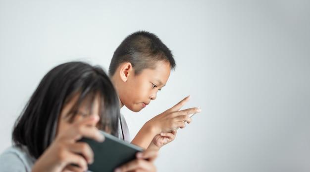 子供と技術コンセプトの安全な使用。