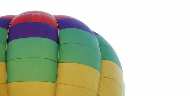 Красочный воздушный шар в воздухе