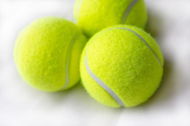 Крупным планом теннисных мячей