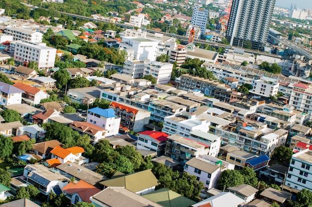 バンコクの近代的な都市の空撮街並み。