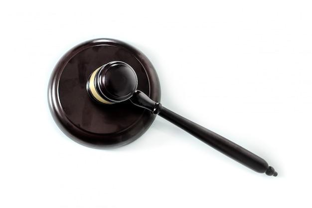 裁判官の小槌と響板、白で隔離
