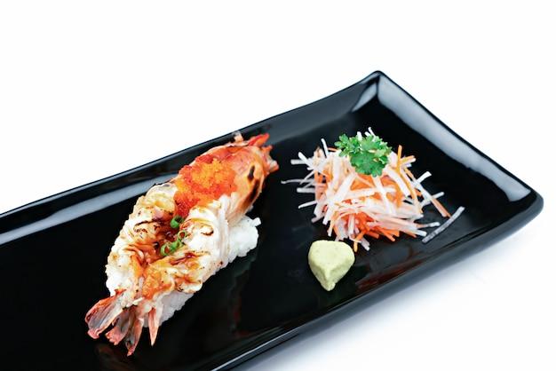 Креветка сашими. концепция японской кухни
