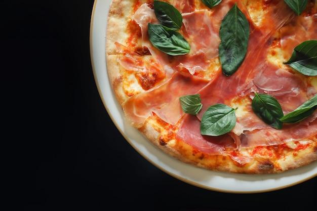 パルマハムピザ、イタリア料理