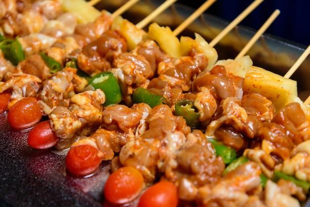 野菜とバーベキューチキン肉