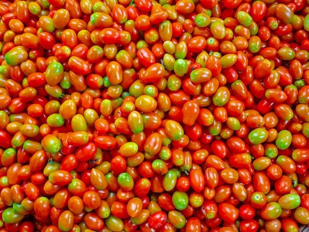 新鮮な有機の小さなトマト、トマトのクローズアップ - ストック画像