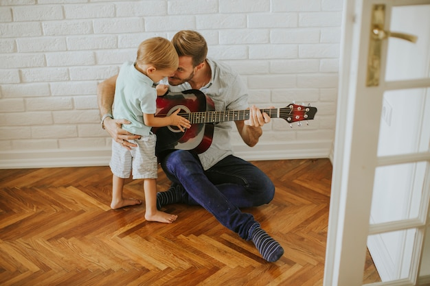 父と息子のギター