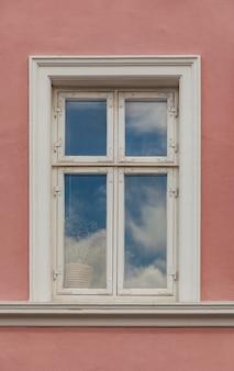 カラフルなファサードの窓