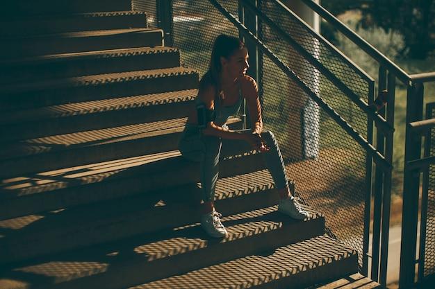 若い、女、ランナー、階段