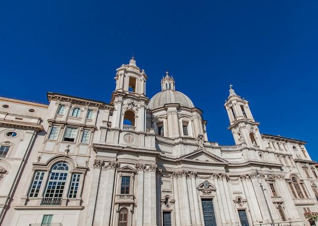 ローマのナヴォーナ広場にあるアゴーネ教会のサンタアネーゼ