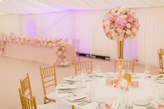 結婚式のテーブルデコレーション