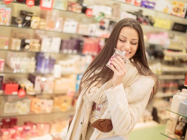 香水でかなり若い女性