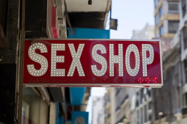 セックスショップの道路標識