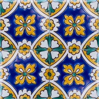 マルタの伝統的なカラフルなタイル