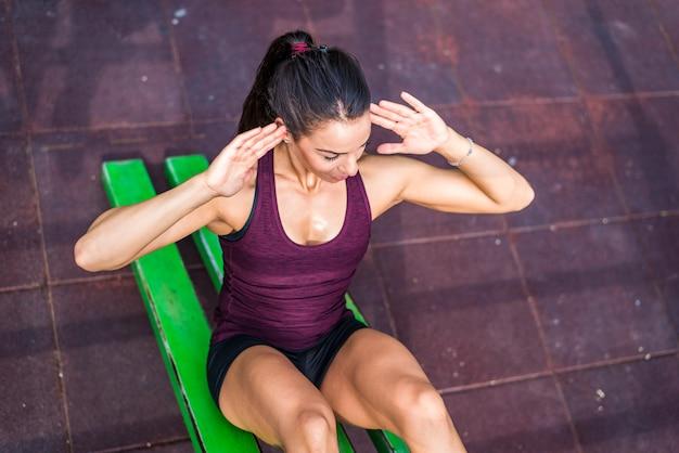 Женщина, имеющая тренировки