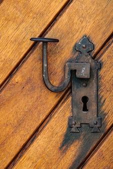 古いドアからの細部