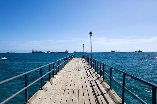 Пирс на средиземном море в лимассоле