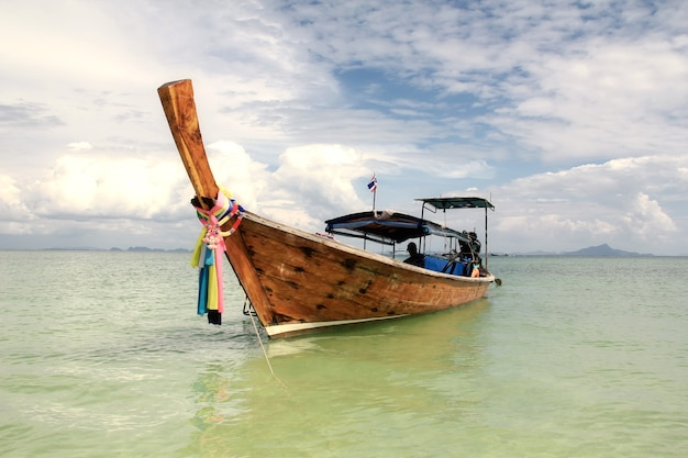 タイのロングテールボート