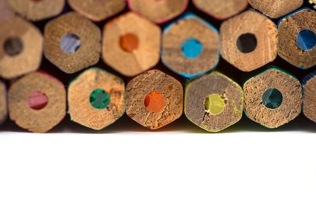 Рисование красочных карандашей фона