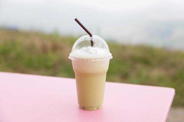 プラスチックカップのコーヒー