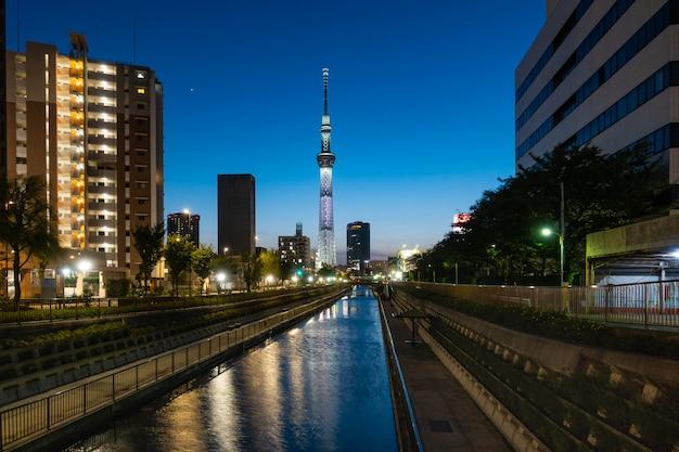 夕暮れの東京スカイツリー。