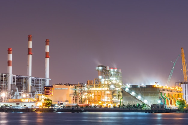Электростанция в течение вечера
