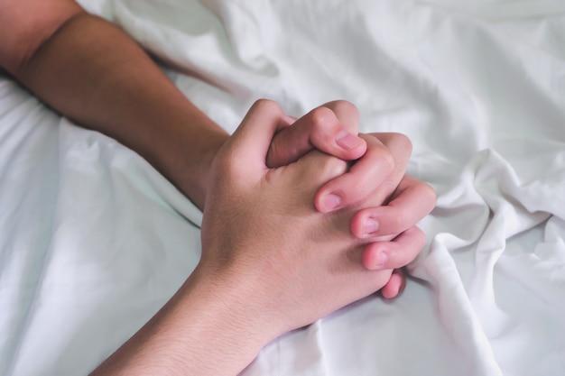 Руки пары