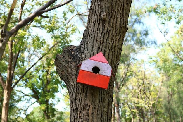 公園の鳥の巣箱