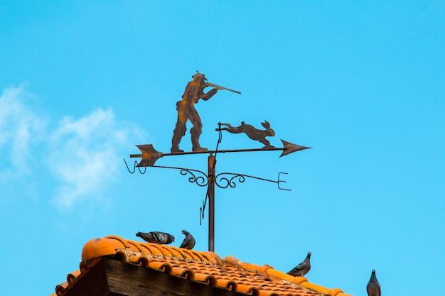Компас на крыше