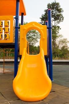 子供のためのカラフルな遊び場