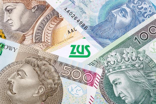 紙幣の背景にポーランドの保険書類