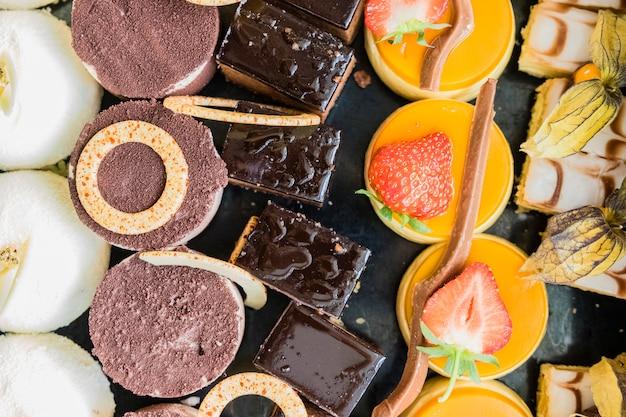 ケーキ、デザート、チョコレート各種
