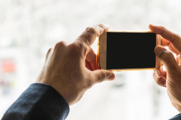 画面のクリッピングパスとモバイルのスマートフォンで写真を撮る