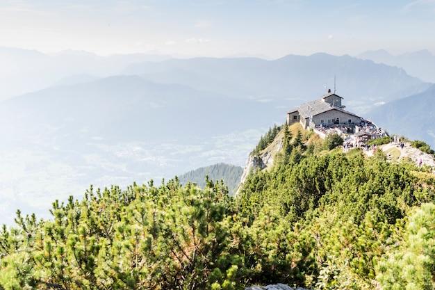 Кельштайн и орлы гнездятся в баварских альпах