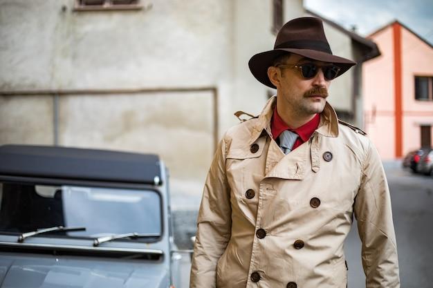 Детектив гуляет по городским трущобам