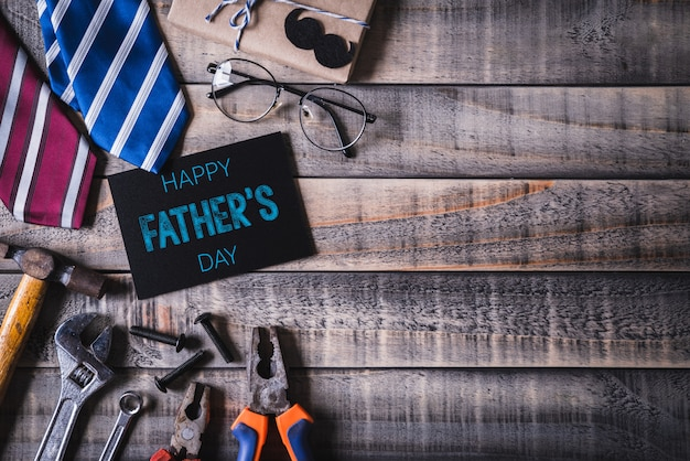 幸せな父親の日コンセプトの背景の平面図です。平らに置きます。