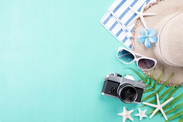 夏の休暇や休暇の概念のためのビーチアクセサリー。