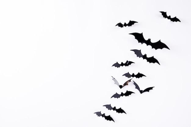 ハロウィーンの黒い紙コウモリの飛行