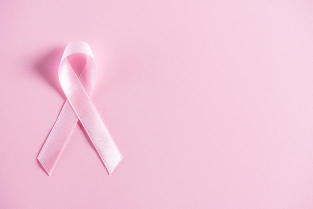 Розовая лента для поддержки кампании месяц осведомленности рака молочной железы.